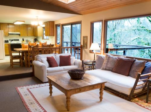 The River House - Grants Pass, OR 97527