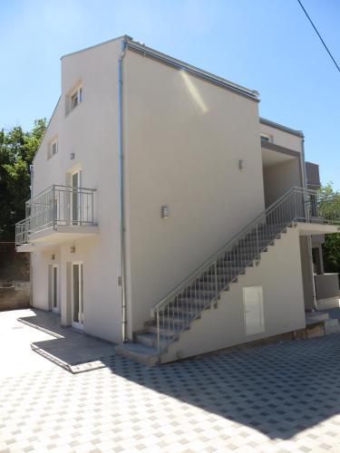 Luka Apartments