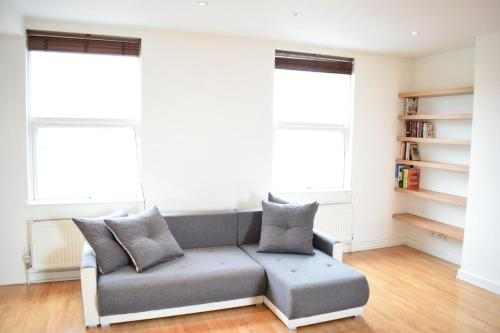 Sunny And Spacious 2 Bed Flat In North West London