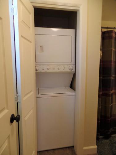 The bunk House - Grove, OK 74344