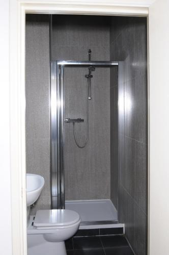 Dört Kişilik, Duşlu Oda (Quadruple Room with Shower)