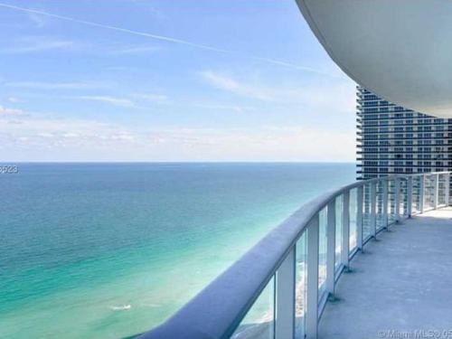 Hide Beach Residences