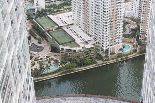 LUXURY 5-STAR CONDO @47TH floor in Icon Brickell ! - Miami, FL 33131