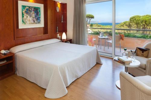 Superior Doppelzimmer mit Garten- oder Poolblick - Einzelnutzung Hotel Sa Punta 8