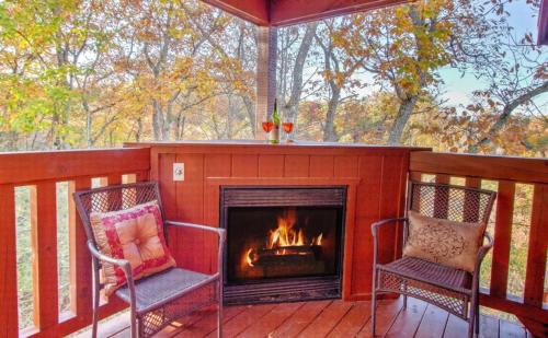 Bearly Naked Log Cabin Romantice Couples Getaway - Knoxville, TN 37738
