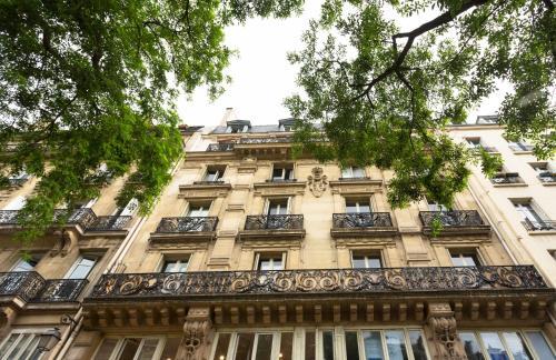 Luxury Apartment in Paris Center - Louvre Museum photo 23