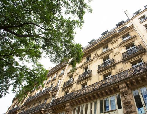 Luxury Apartment in Paris Center - Louvre Museum photo 24