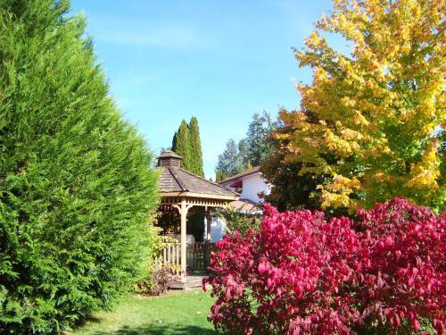 . Bavarian Orchard Motel