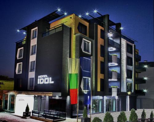 . Hotel Idol