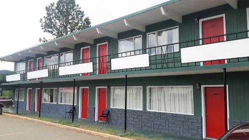 . Deerview Lodge & Cabins