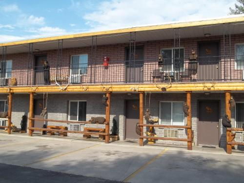 . Budget Host Elk Antler Inn