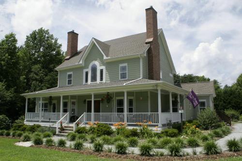 Seven Oaks Inn Bed and Breakfast - Accommodation - High Point