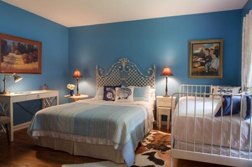 Sleepy Creek Country Manor (Bed and Breakfast)