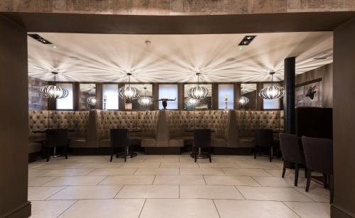 The White Hart Hotel picture 1 of 24