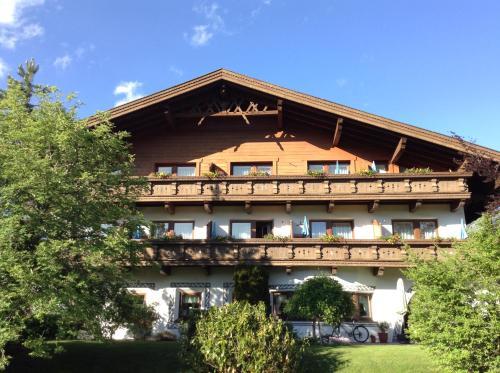 Hotel Garni Almhof Seefeld