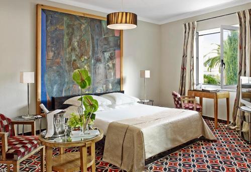 33 Boulevard Edouard Baudoin, 06160 Juan-les-Pins, France.