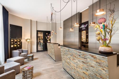 lux 11 berlin mitte planet of hotels. Black Bedroom Furniture Sets. Home Design Ideas