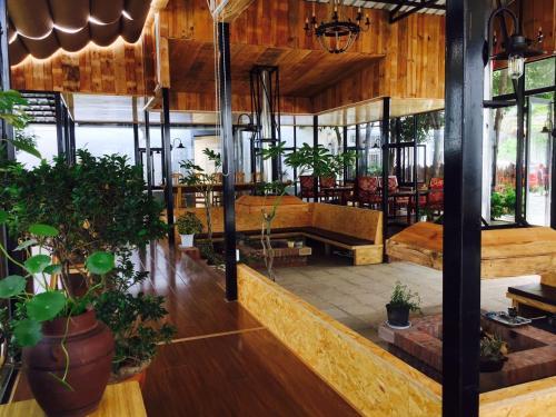 . Weishan New Inn