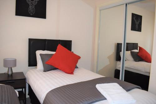Kelpies Serviced Apartments - Cameron photo 7