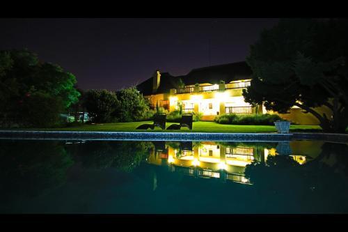 Blue Hills Lodge (B&B)