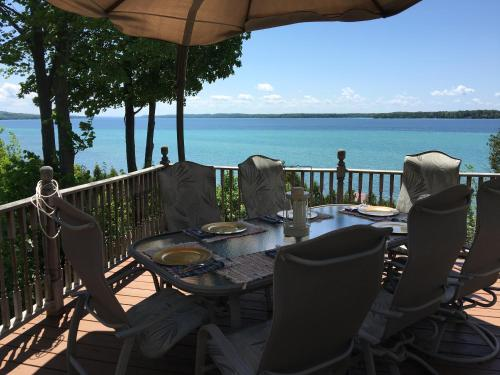 Фото отеля The Torch Lake Bed and Breakfast