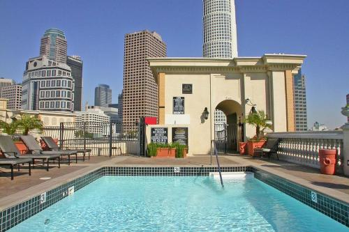 HotelDowntown Victorian PH 6Beds W Pools