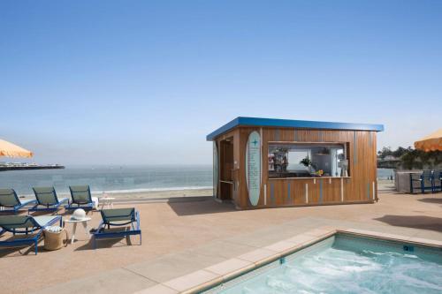 175 W Cliff Dr, Santa Cruz, CA 95060, United States.