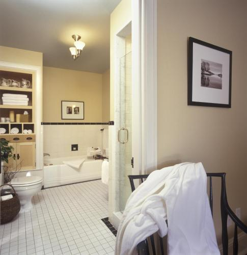 The Pebble Bed And Breakfast - Halifax, NS B3H 4H3