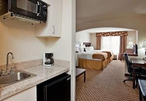 Holiday Inn Express Hotel & Suites Mcpherson - McPherson, KS 67460