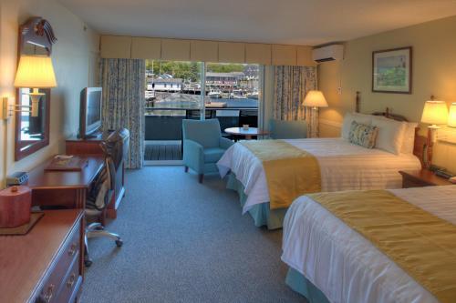 . Browns Wharf Inn