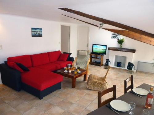 """Le Loft"", 1-bedroom, beach is 10 minutes walk"