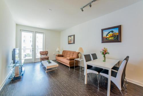 Ginosi Downtown Apartel - Los Angeles, CA 90017