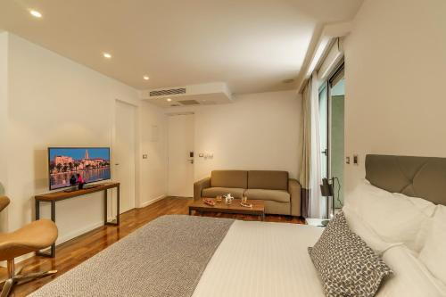 Фото отеля Rooms Oasis Life
