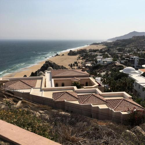 Pedregal Manor With 45 Private Rooms