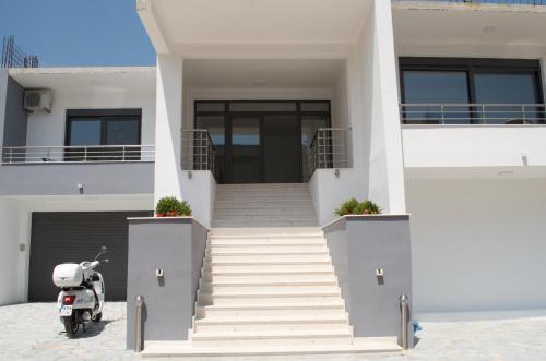 . Flo Apartments