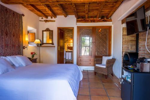 Habitación Doble Deluxe con terraza - 1 o 2 camas Can Lluc Hotel Rural 6