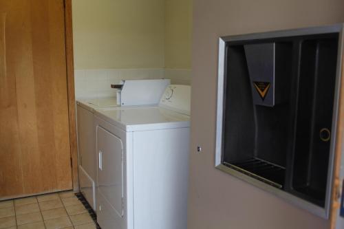 Budget Host Inn Fridley - Fridley, MN 55432
