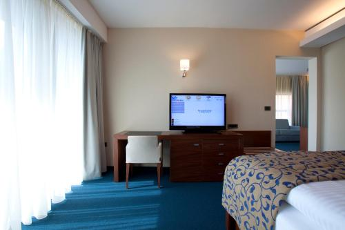 One-Bedroom Suite (2 Adults) with Aquapark Included