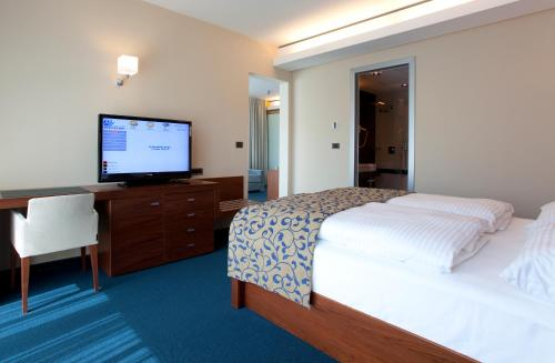 Special Offer - One-Bedroom Suite (2 Adults) with New Year's Package