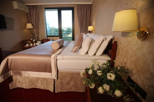 . Grand Hotel & Spa Tirana