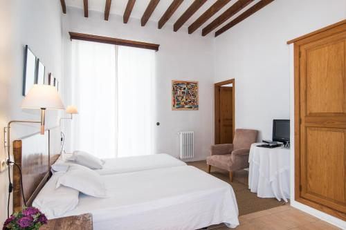 Standard Double or Twin Room Hotel Ca'n Moragues 6