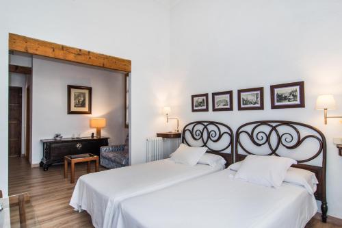 Junior Suite - single occupancy Hotel Ca'n Moragues 10