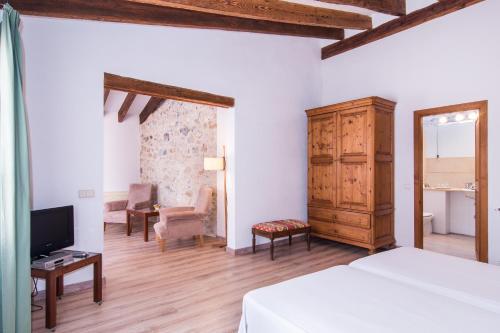 Junior Suite - single occupancy Hotel Ca'n Moragues 21
