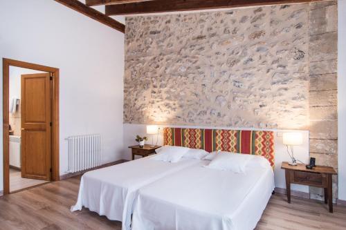 Junior Suite - single occupancy Hotel Ca'n Moragues 8