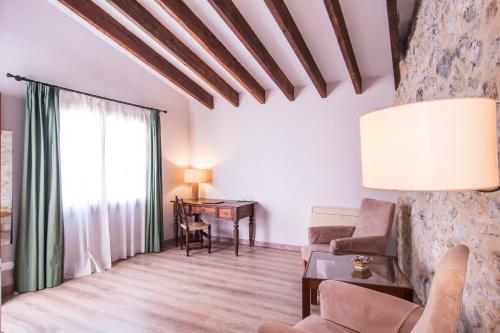 Junior Suite - single occupancy Hotel Ca'n Moragues 19