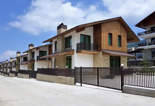Crystal Town House - Accommodation - Bakuriani