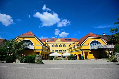 Фото отеля Gasthof Rossatz 8
