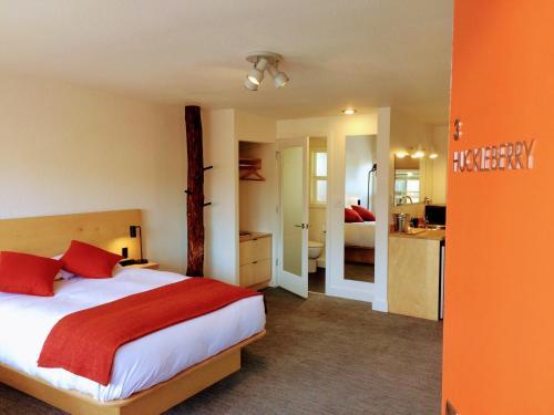 Фото отеля Heliotrope Hotel