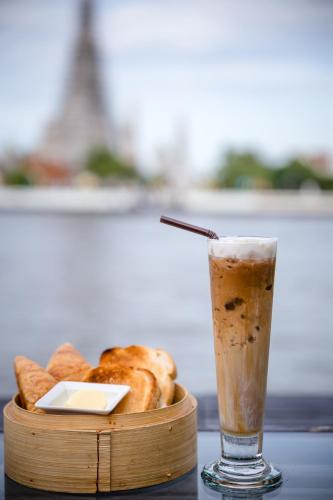 39 Maharat Road, Rattanakosin Island, Bangkok 10200, Thailand.