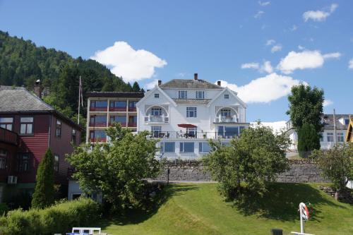 . Midtnes Hotel
